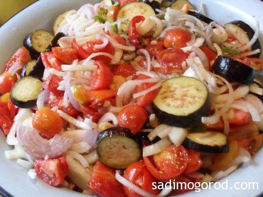 простой салат из баклажанов на зиму
